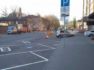 Депутат предложил изменить ПДД из-за штрафов водителям за езду по парковкам