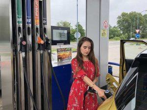 Эксперимент: как сэкономить 10 литров бензина, заправляясь на АЗС через смартфон
