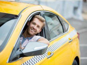 COVID-19 ударил по заработкам российских таксистов