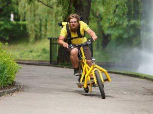 Столичные власти взялись за неграмотных курьеров-велосипедистов